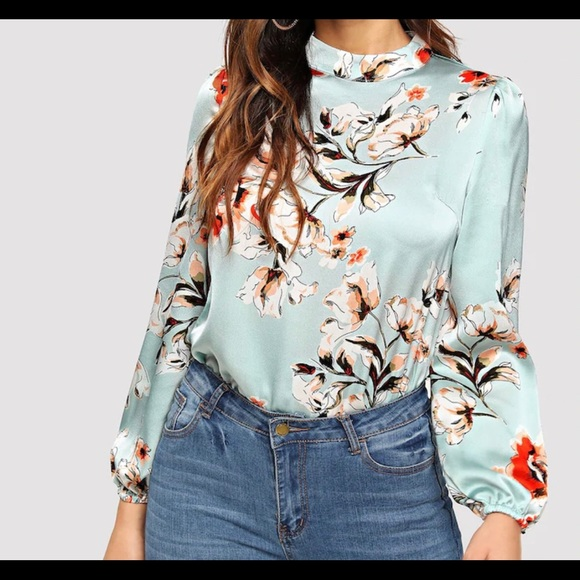 SHEIN Tops - Beautiful floral long sleeve blouse